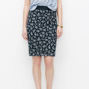 Ann Taylor Eyelet Floral Mni Skirt Sz 16p (G16)